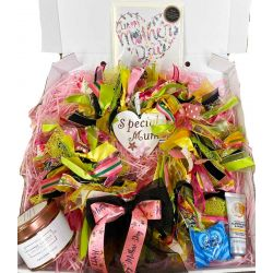 Ready Made Mothers Day Wreath & Gift Box